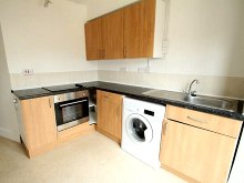 2 bedroom flat to rent Chudleigh Road, Lipson, Plymouth PL4. Click for property details